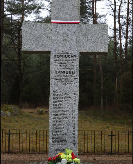 Šalčininkų savivaldybės pastangomis 2004 m. Kaniūkuose pastatytas nužudytųjų atminimo kryžius, kuriame įrašyti 38 vardai. | respublika.lt, I. Sidarevičiaus nuotr.