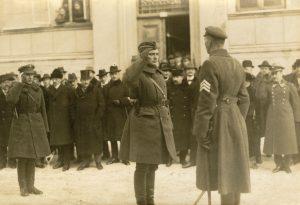 Klaipėdos krašto savanorių armijos paradą priima vadas J. Budrys. 1923 m. vasario 20 d. | MLIM nuotr.