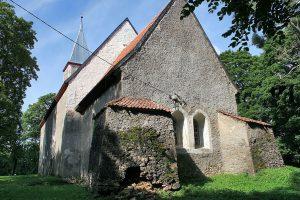 Karusės Šv. Margaritos bažnyčia (XIII–XIX a.) – spėjama Karusės mūšyje žuvusio magistro Otono fon Liuterbergo palaidojimo vieta | Wikipedia.org nuotr.
