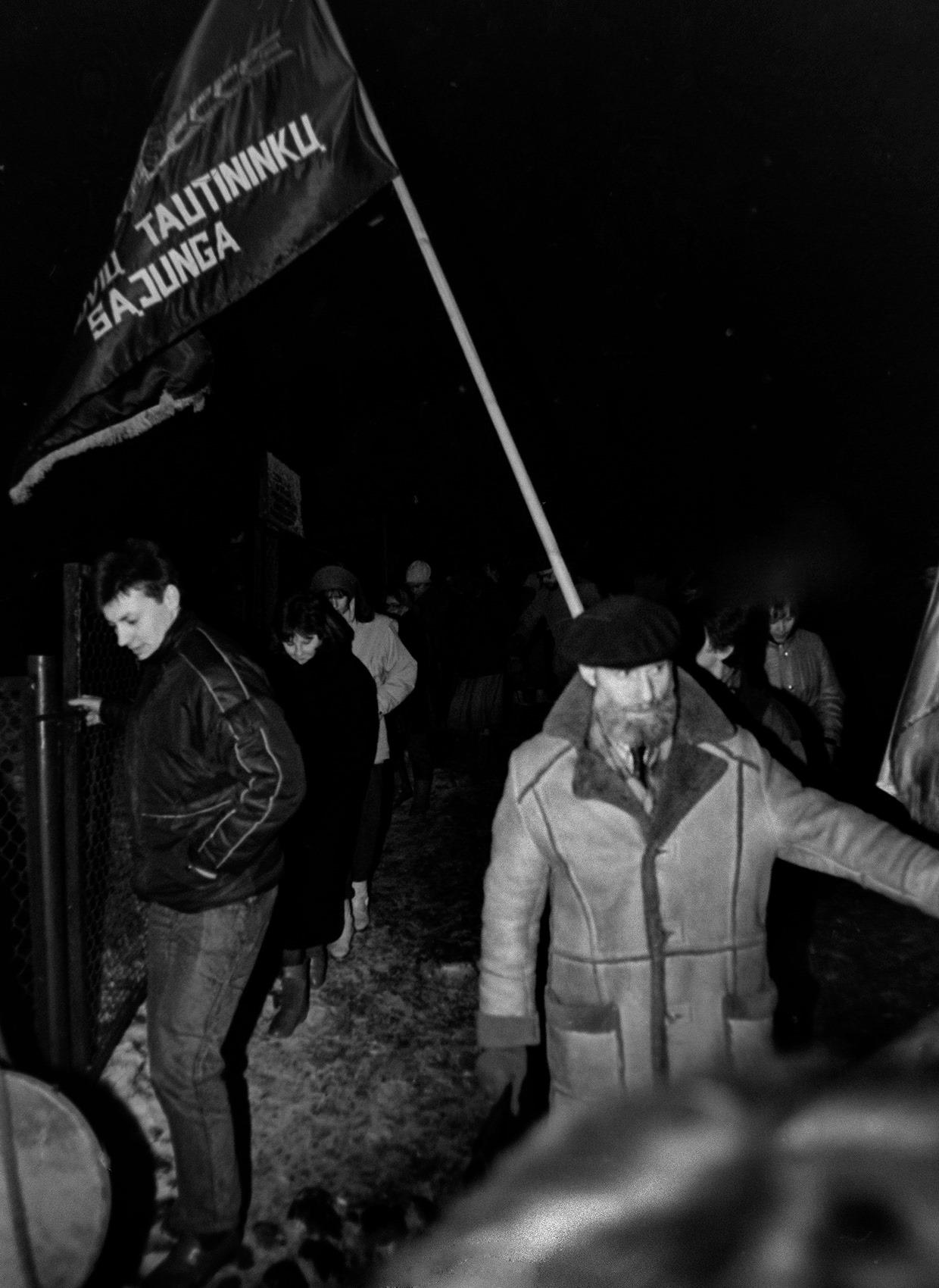 Tautininkų surengtos eitynės Gedimino prospektu 1990 vasario 16 dieną | V. Daraškevičiaus nuotr.