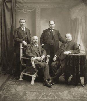 Broliai Jonas, Petras, Antanas ir Anupras Vileišiai (1904 m.) | Bronislovo Medzionio nuotr.