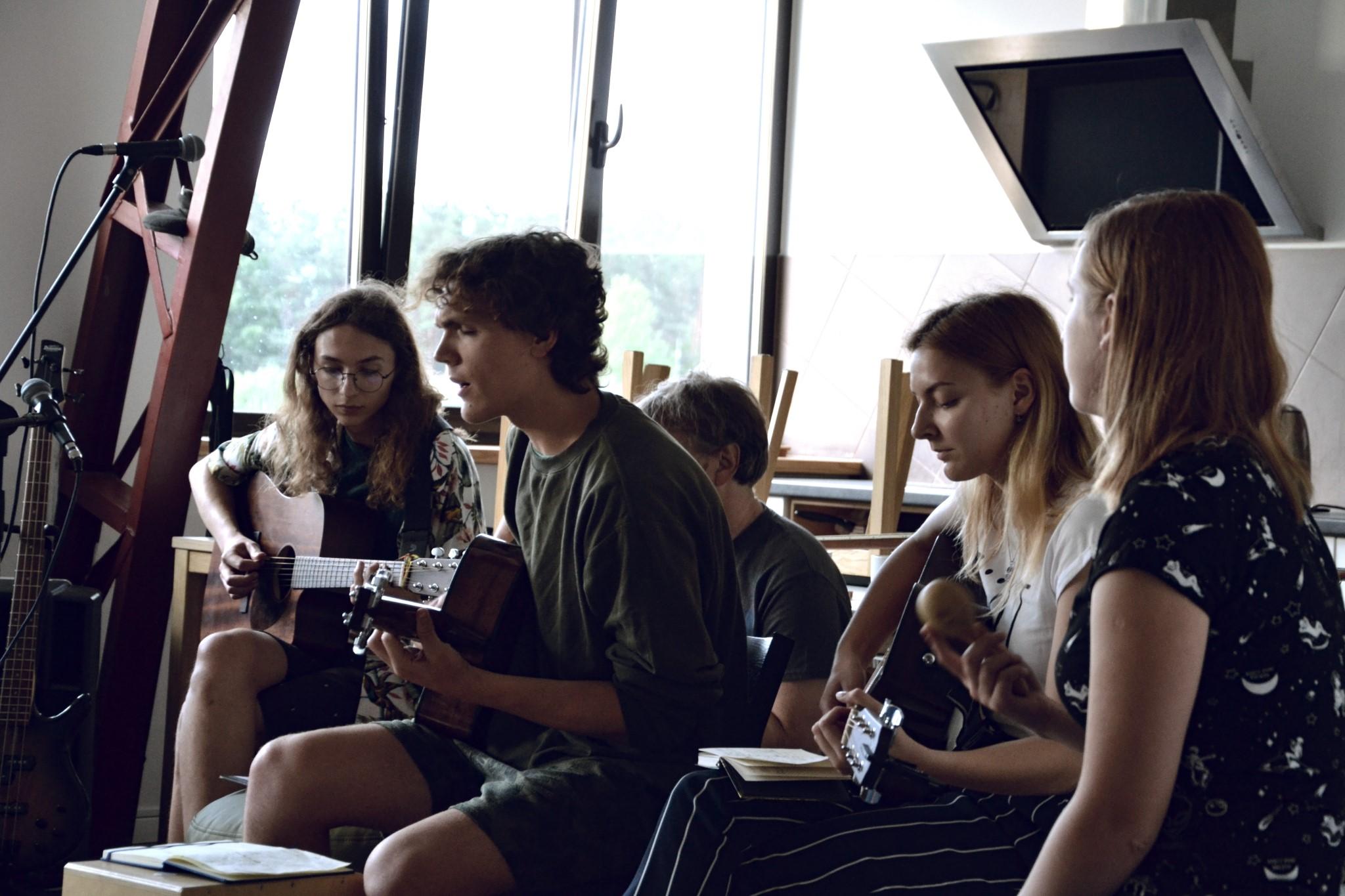 """Jaunųjų dainų autorių stovykla – erdvė kuriančiam jaunimui   """"Bardai LT"""" nuotr."""