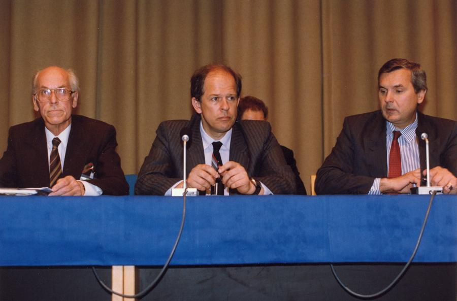 A. Saudargas (centre) Europos saugumo ir bendradarbiavimo organizacijoje (tuometinėje CSCE) 1990 m. Kopenhaga | Asm. archyvo nuotr.