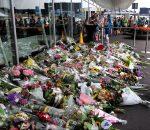 Gėlės žuvusiųjų atminimui Amsterdamo Schipcholo oro uoste | wikipedia.org nuotr.