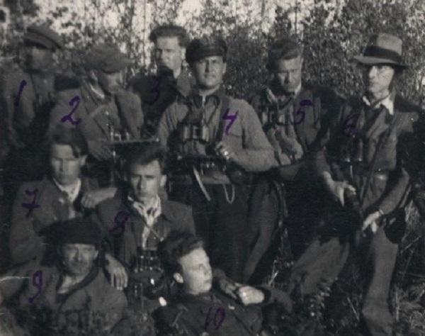 Bronius Krivickas (pirmas iš dešinės) Biržų girios partizanų gretose. 1950-1951 m. | Lietuvos ypatingojo archyvo nuotr.