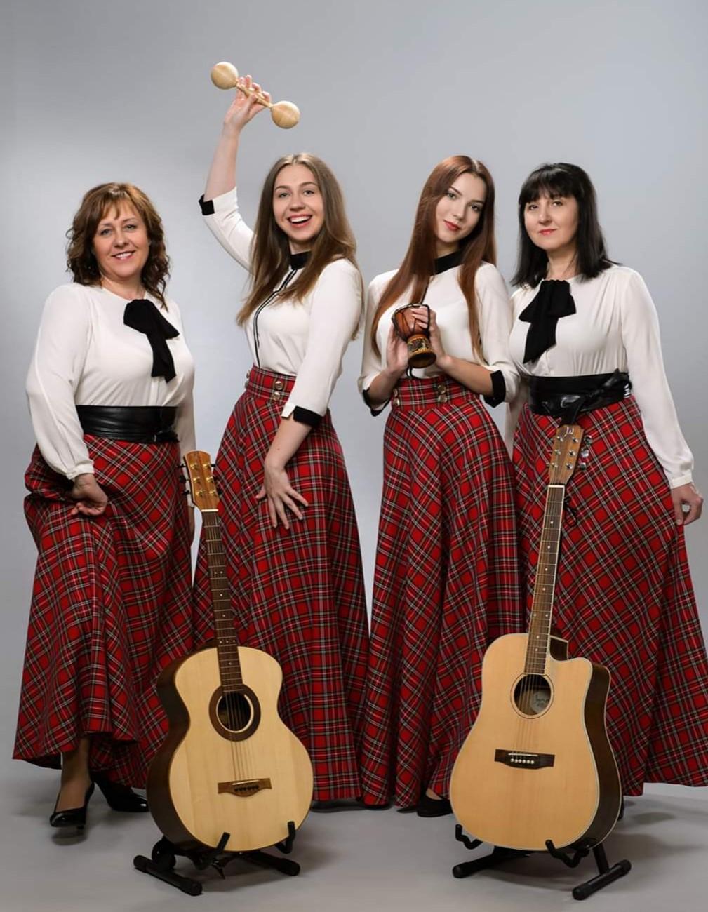 Geriausiu vokaliniu ansambliu pripažintas Šakių rajono Gotlybiškių kaimo mamų ir dukrų kvartetas | Rengėjų nuotr.