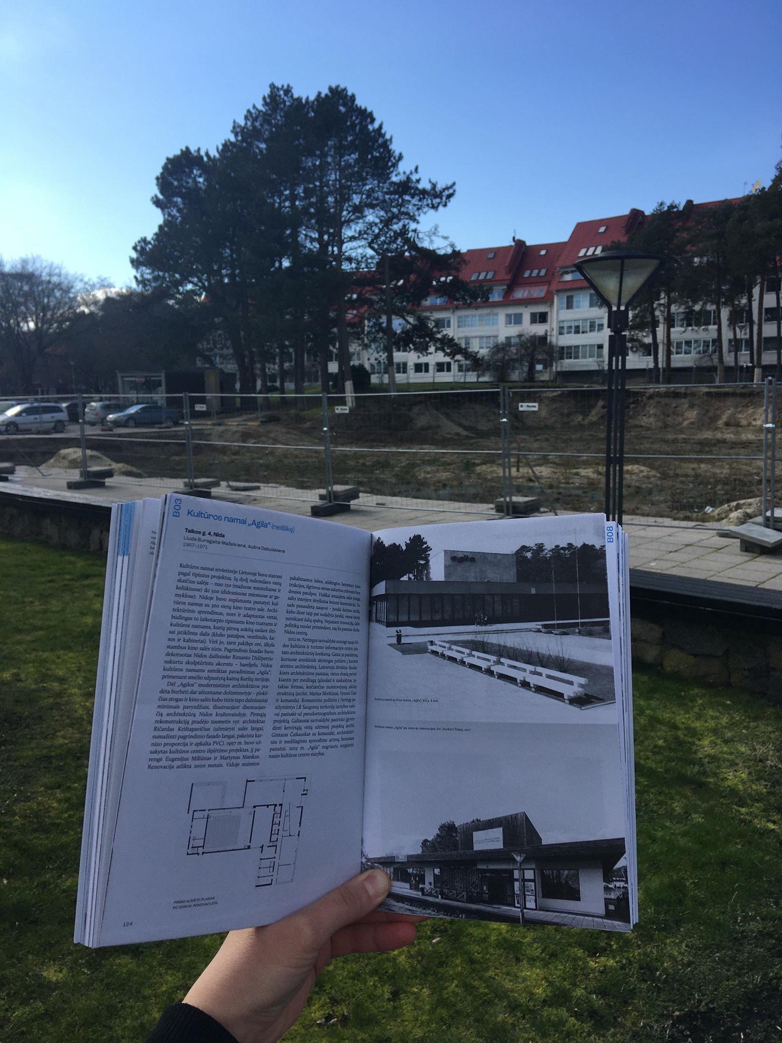 """Nugriauti kultūros namai """"Agila"""" ir Neringos architektūros gidas   A. L. Monsės (Ana Luisa Monse) nuotr."""