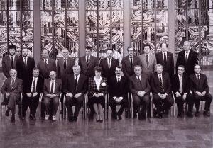 Pirmosios atkurtos Lietuvos vyriausybės nuotrauka, padaryta iš karto po priesaikos Seime. 1991 m. balandis | Asm. archyvo nuotr.