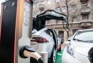 Aplinkos ministerija kompensuos gyventojams dalį išlaidų už įsigytą elektromobilį | lrv.lt nuotr.