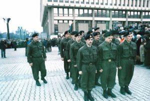 1991 m. sujungus Atskirąją apsaugos ir Garbės sargybos kuopas suformuotas Mokomasis junginys. Nuotraukoje – su vadu Česlovu Jezersku. | kam.lt nuotr.