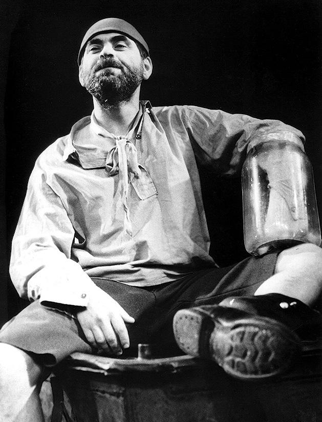 """Scena iš rež. Eimunto Nekrošiaus spektaklio """"Kvadratas"""". Aktorius Kostas Smoriginas   S. Kairio nuotr."""