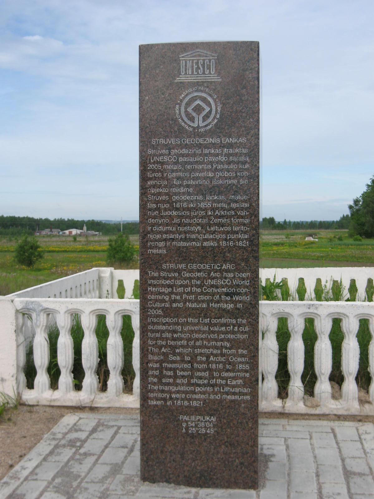 Struvės geodezinio lanko punktas Paliepiukuose   Lietuvos nacionalinės UNESCO komisijos archyvo nuotr.