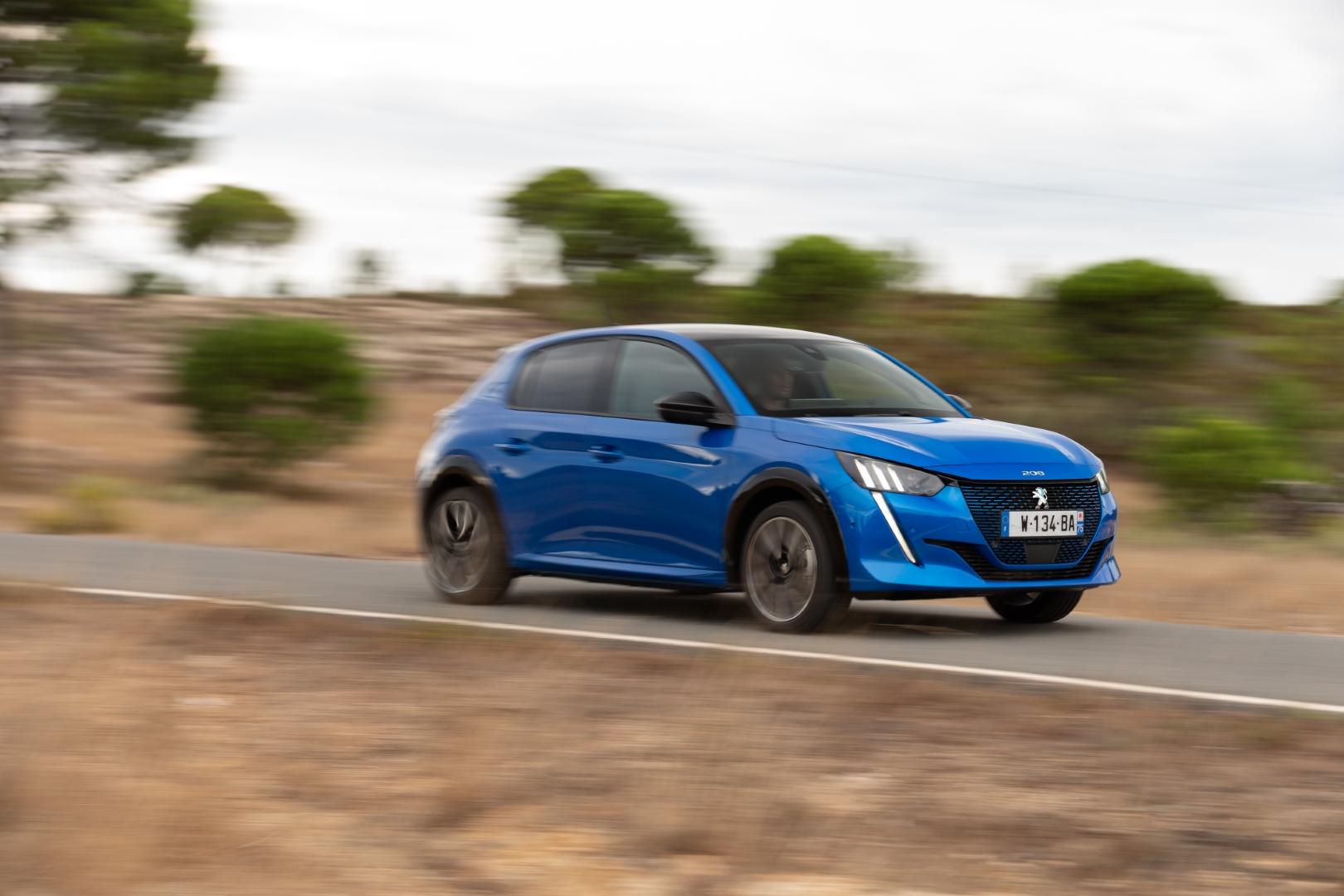 Peugeot e208 elektromobilis | Velocita Media nuotr.
