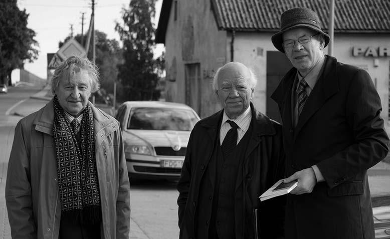 Vydūno konferencijos Tilžėje (Sovietskas) dalyviai dr. V. Bagdonavičius, prof. Bronislovas Genzelis, ir jos organizatorius prof. Bronius Makauskas. Panemunė, 2013 m. | R. Tamošaičio nuotr.