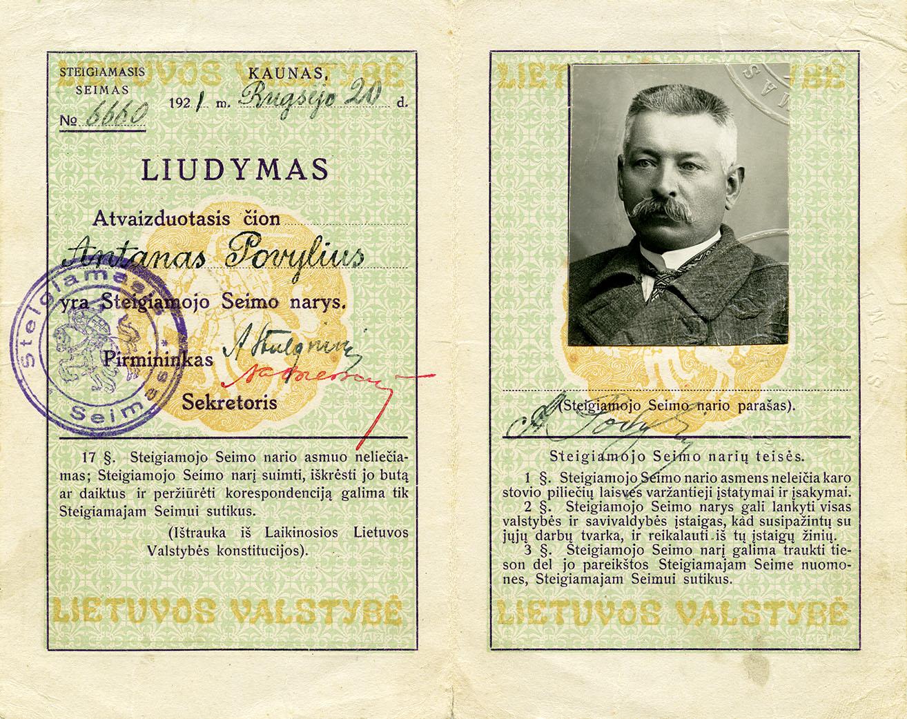 Steigiamojo Seimo narių autografų albumas | Lietuvos nacionalinio muziejaus nuotr.