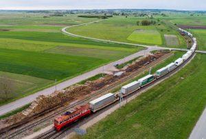 Lūžis krovinių pervežimo rinkoje: vilkikų puspriekabės pradedamos vežti geležinkeliu | lrv.lt nuotr.
