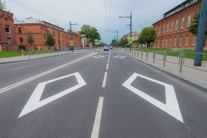 Naujas horizontaliojo ženklinimo simbolis – rombo formos ženklas | Kauno miesto savivaldybės nuotr.