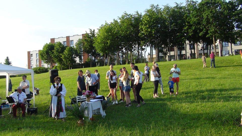 Pilaitės jaunimas pasirašo kreipimąsi į Vilniaus miesto merą   A. Šarlauskienės nuotr.