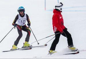 Kalnų slidininkas Karolis Verbliugevičius kartu su treneriu-vedliu Vyteniu Makausku | B. Roman nuotr.