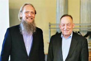 LMKA prezidentas Jonas Staselis (kairėje) ir buvęs LMKA prezidentas Kornelijus Platelis | lrt.lt nuotr.