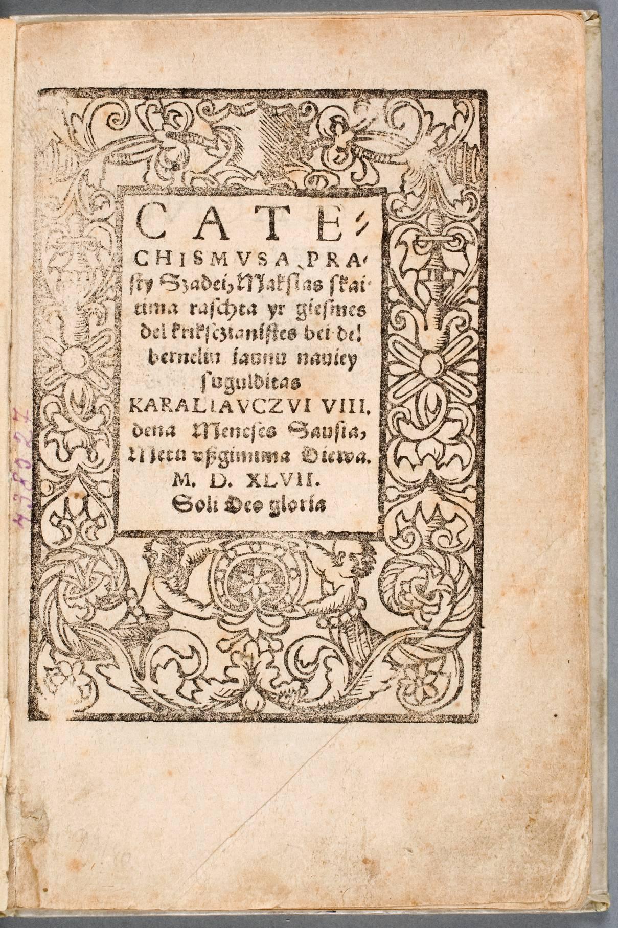 """1547 metais Martyno Mažvydo parašyta pirmoji lietuviška knyga """"Katekizmas"""" (Katechismusa prasti žadei, makslas skaityma rašta ir giesmes krikščionystės bei dėl bernelių jaunų naujai suguldytas)   Vikipedija.org nuotr."""