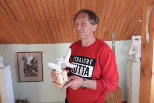 Menininkas Jonas Grunda savo galerijoje | Ignalinos rajono savivaldybės nuotr.