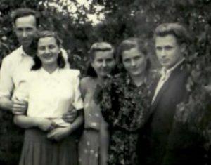 Iš kairės: Stasys Golubauskas, Alė Miliuvienė (Vito Miliaus žmona), Ona Miliuvienė (Sigito Miliaus žmona), Julijona Miliūtė, Vacys Kedima (apie 1957 m.).