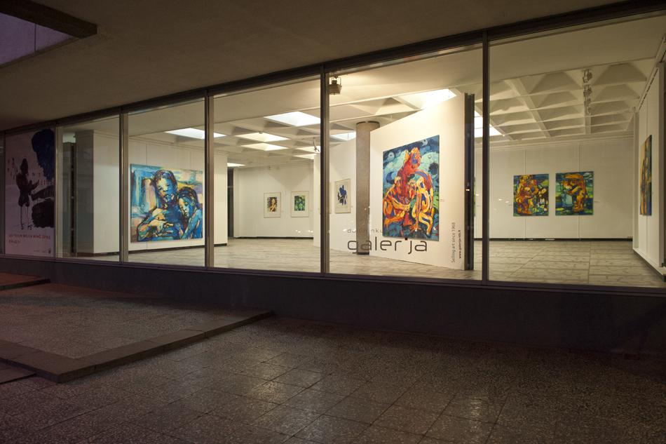 V. Marcinkevičiaus paroda. Galerijos vitrina - naktinio vilniaus puošmena, paroda. 2014 m.   B. Barausko nuotr.