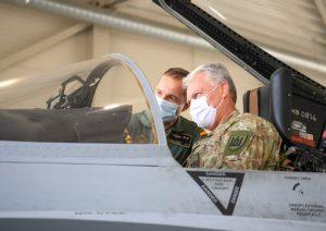 Prezidentas Gitanas Nausėda lankosi Lietuvos kariuomenės Karinių oro pajėgų (KOP) Aviacijos bazėje Šiauliuose | R. Dačkus, lrp.lt nuotr.