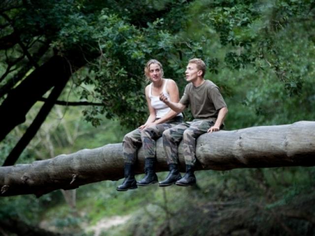 """Kadras iš filmo """"Meilė iš pirmo smūgio / Love at First Fight""""   w.kinofondas.lt nuotr."""