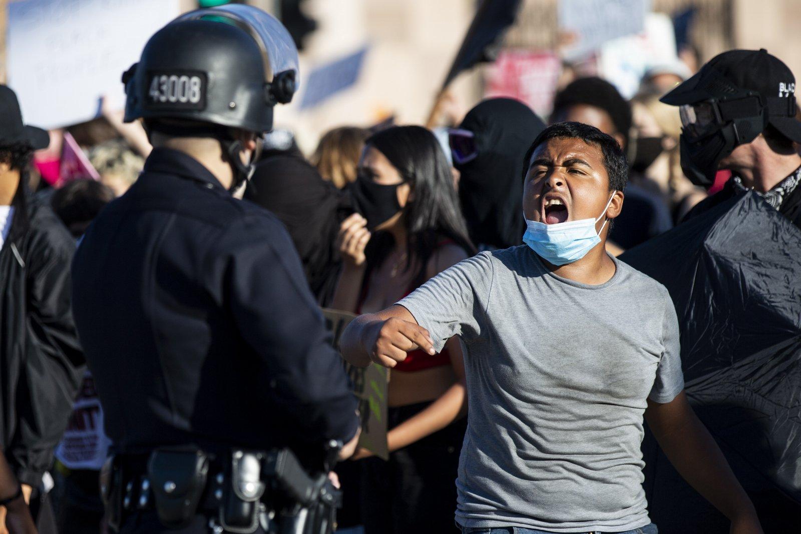 Ugnies ir smurto savaitgalis Amerikoje | EPA nuotr.