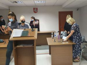 Teisiama K. Škirpos alėjos gynėja Astra Astrauskaitė | Alkas.lt nuotr.
