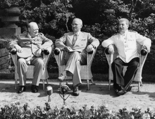 Didžiosios Britanijos, JAV ir SSRS lyderiai V. Čerčilis, H. Trumenas ir J. Stalinas Potsdame   P. Stankero asmeninio archyvo nuotr.