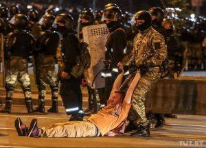Smurtas prieš taikius protestuotojus Baltarusijoje | Tut.by nuotr.