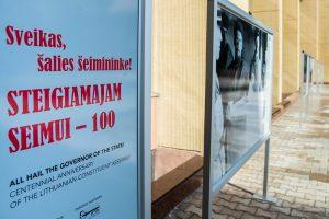 Atvertame Seimo Didžiajame kieme įgarsintos fotografijos pasakoja apie Steigiamąjį Seimą | Seimo kanceliarija, O. Posaškovos nuor.