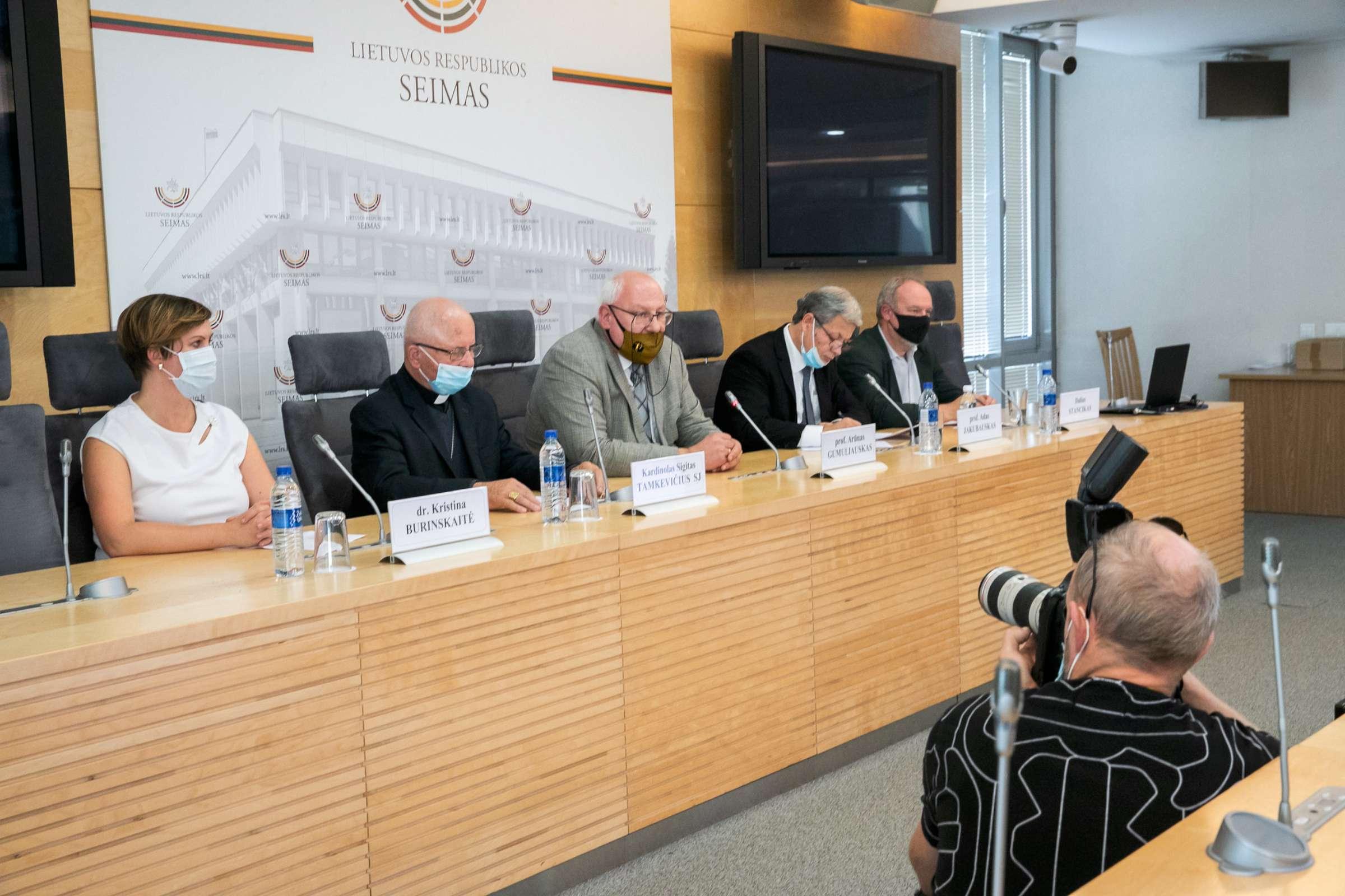 """Spaudos konferencija """"100 metų nuo kardinolo Vincento Sladkevičiaus gimimo""""   lrs.lt, Dž. G. Barysaitės nuotr."""