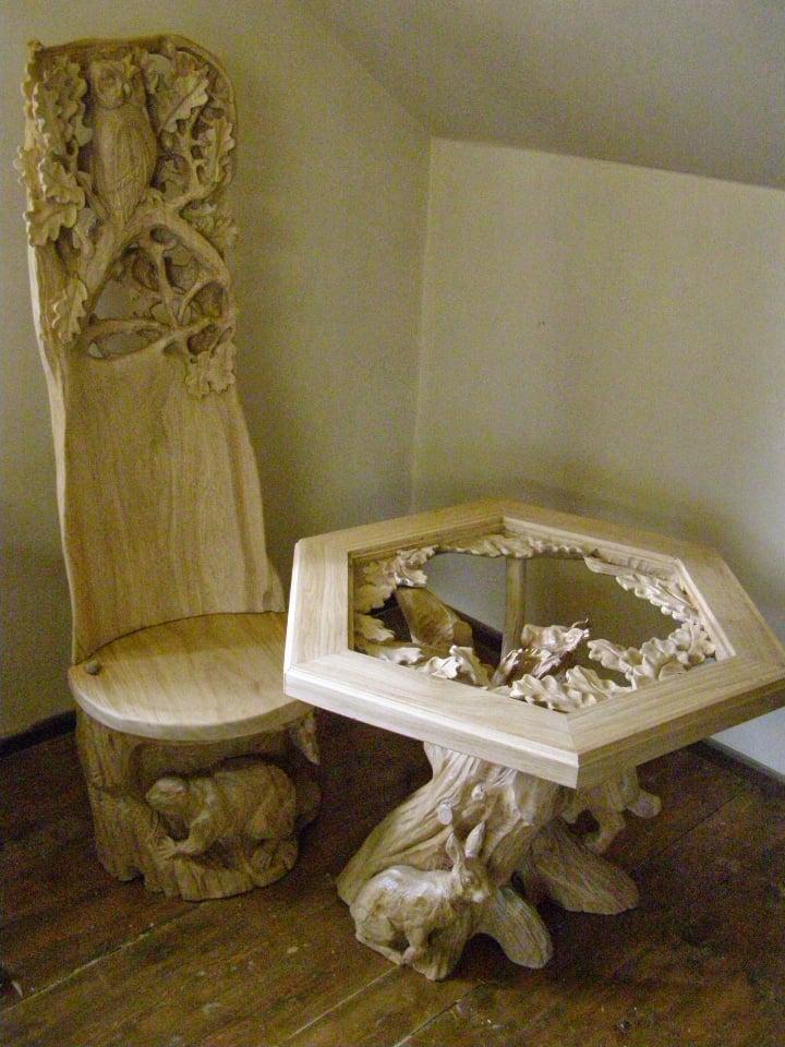 Iš medžio išdrožti baldai | L. Kovalevskienės nuotr.