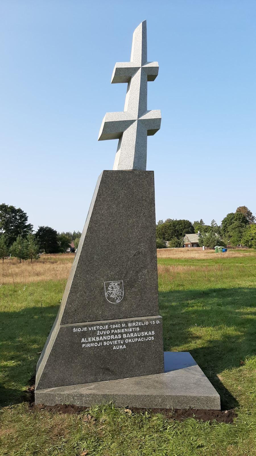 Pastatytas paminklas pirmajam rusų okupantų nužudytam Lietuvos pasieniečiui Aleksandrui Barauskui | Lietuvos gyventojų genocido ir rezistencijos tyrimo centro nuotr.