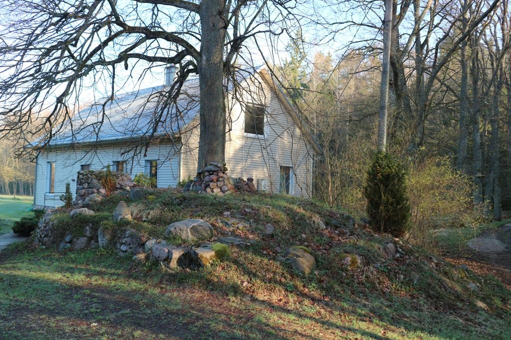 Butlerių sodybą iš visų pusių supa Karšuvos giria. F. Žemulio nuotr.