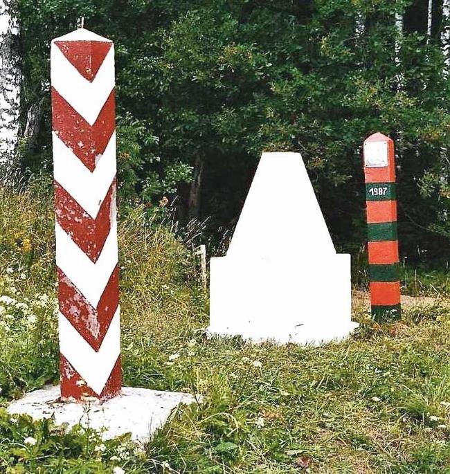 Nuotraukoje Lenkijos – SSSR sienos ženklu pažymėta vieta, nuo kurios buvo parceliuojama Rytprūsių teritorija tarp Lenkijos ir SSSR   autoriaus nuotr.