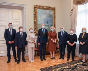 Prezidentas Gitanas Nausėda rugsėjo 9 d. susitiko su švietimo sektoriaus atstovais ir socialiniais partneriais aptarti inicijuojamų Švietimo įstatymo pakeitimų | lrp.lt nuotr.