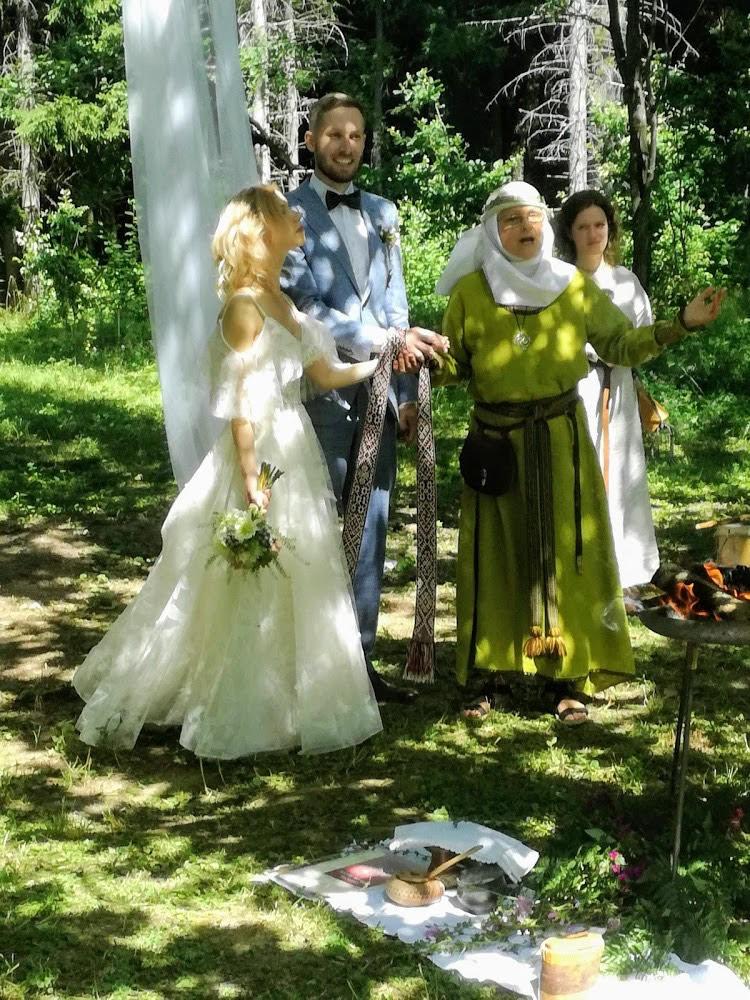 Indrės ir Mindaugo Ališauskų santuokoje buvo ir pačių jų sugalvotos priesaikos, ir širdžiai artima baltiška simbolika | Asmeninio albumo nuotr.