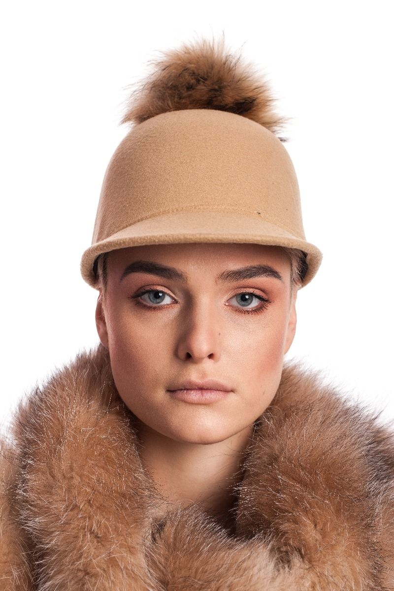 Kepurė su snapeliu ir bubulu   fur.lt/kepures nuotr.