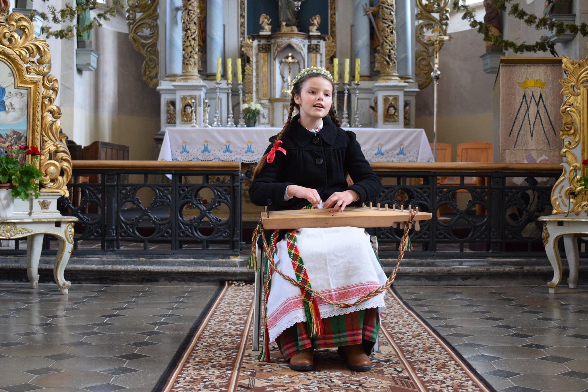 Kauno I-osios muzikos mokyklos solistė Gustė Balniūtė, mokytoja Laimutė Stasė Proškutė | rengėjų nuotr.