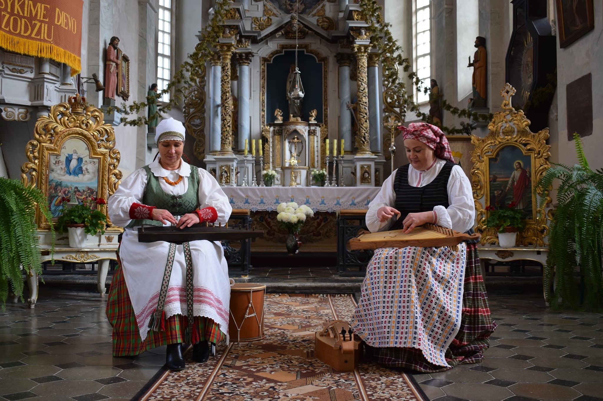 III-vietos laimėtojas- Veliuonos kultūros centro duetas Daiva Jurevičienė ir Lina Lukošienė, vadovė Lina Lukošienė | rengėjų nuotr.