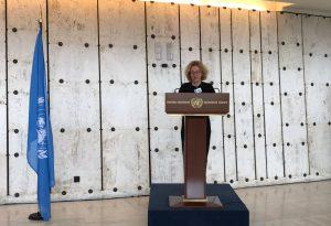 JT varžytuves laimėjusi Lietuvos menininkė pristatė savo kūrinį Ženevos Tautų rūmuose | urm.lt nuotr.