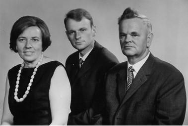 Gegeckų šeima. Viduryje sūnus, Ciuricho universiteto studentas 1965 m. | Asmeninė nuotr.