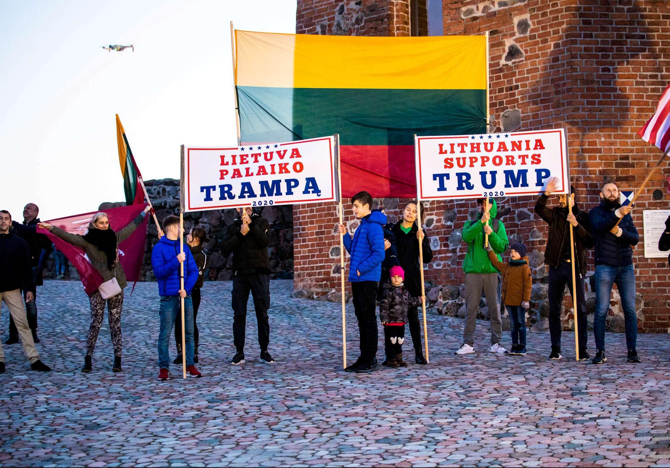 Vilniuje surengta JAV prezidento D. Trampo politikos palaikymo akcija | Alkas.lt, K. Tamašausko nuotr.