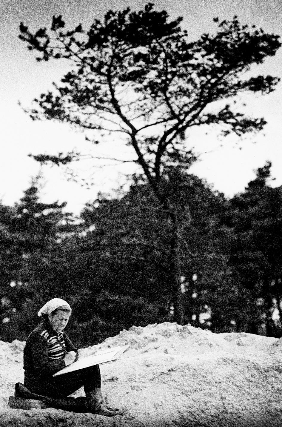 Rimutė Rimantienė ant iškasto smėlio kauburio Nidoje | asmeninė nuotr.