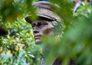 Atidengtas paminklas Adolfui Ramanauskui-Vanagui | lrp.lt, R. Dačkaus nuotr.